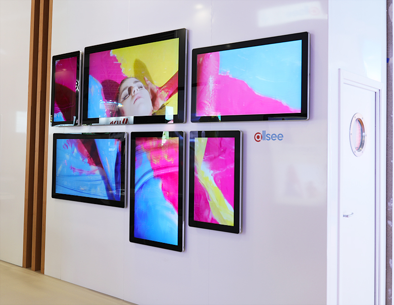 Synchronised content shown on multiple Android Advertising Displays creating one giant display