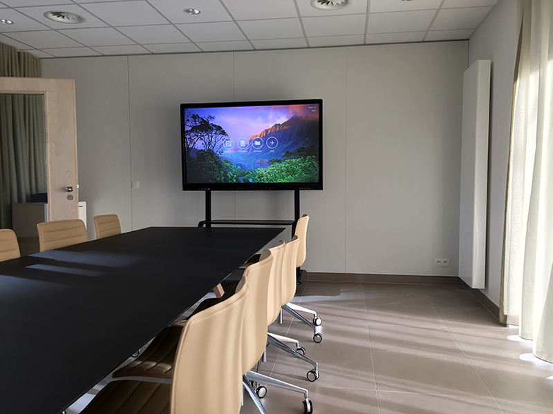 Interactive Touch Display mounted on a floor trolley in a meeting room