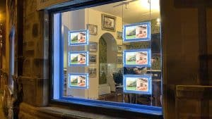 Estate agent window display with rod-powered light pockets