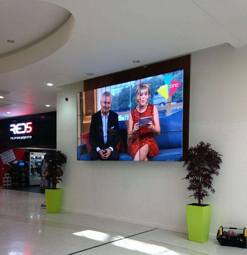 LCD Video Wall Displays with Super Narrow Bezel (49